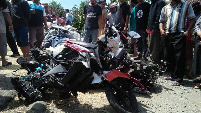 https://ngetricks.com/wp-content/uploads/2018/05/Kecelakaan-truk-rem-blong-di-Bumiayu-kondisi-sepeda-motor-yang-ditabrak-e1521518928379.jpeg